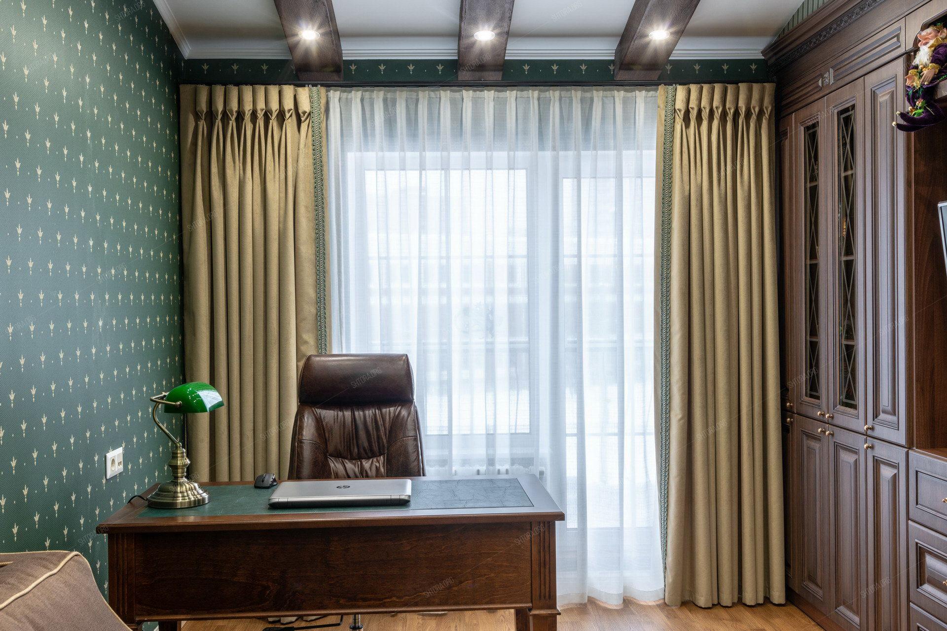 Роскошные бархатные шторы в кабинет