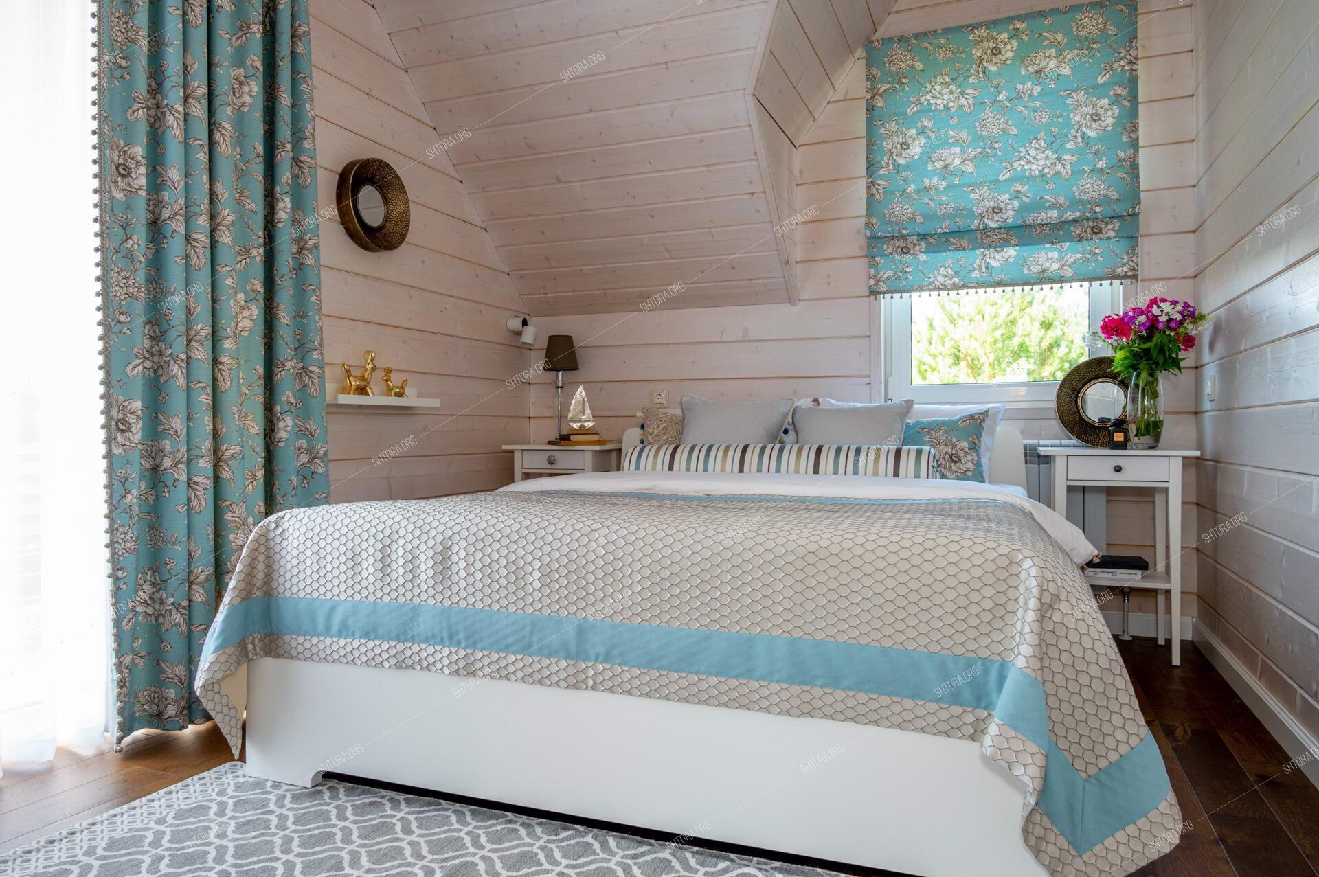 Текстиль в спальню загородного дома.