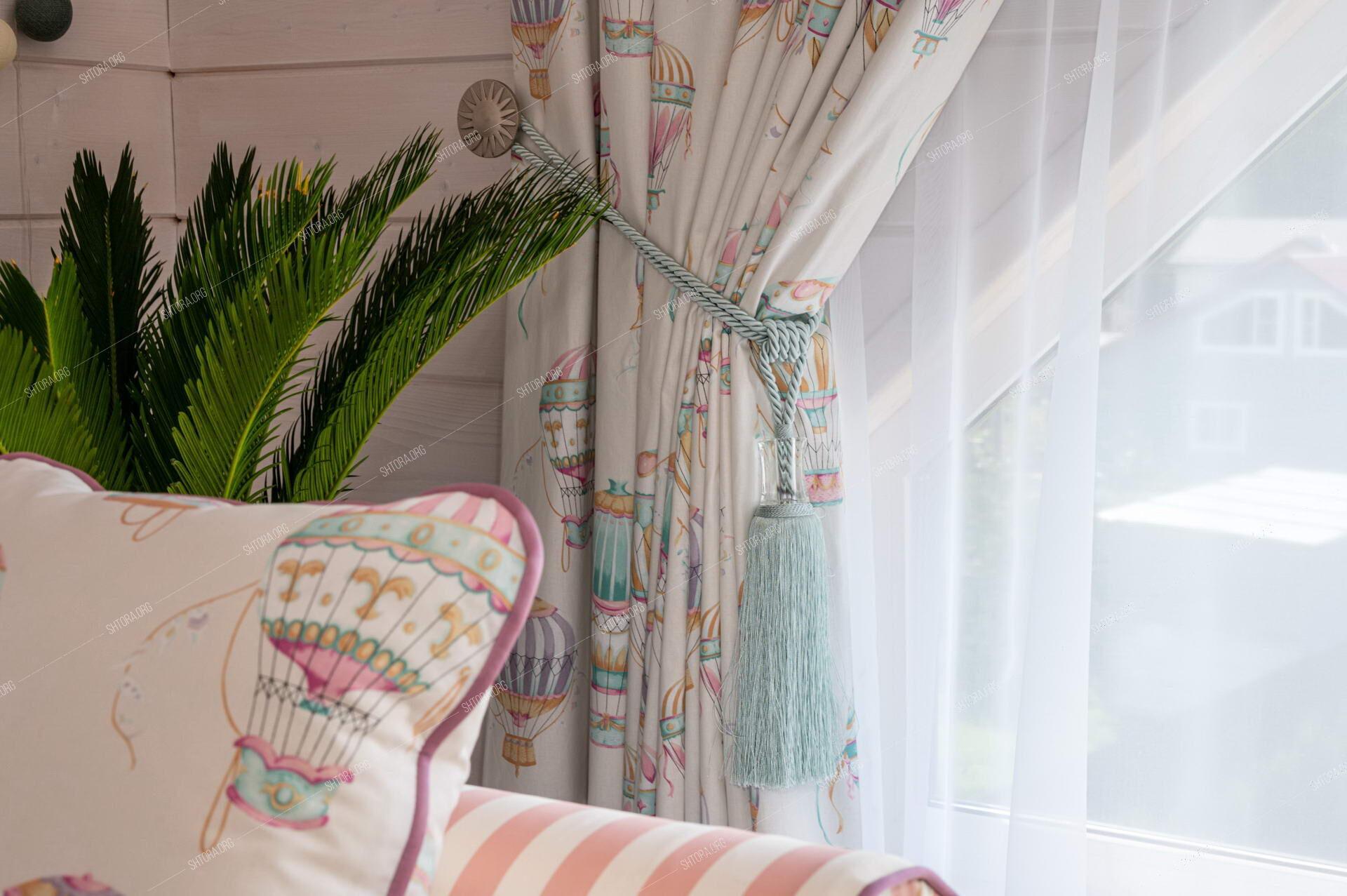 Шторы и декоративные подушки