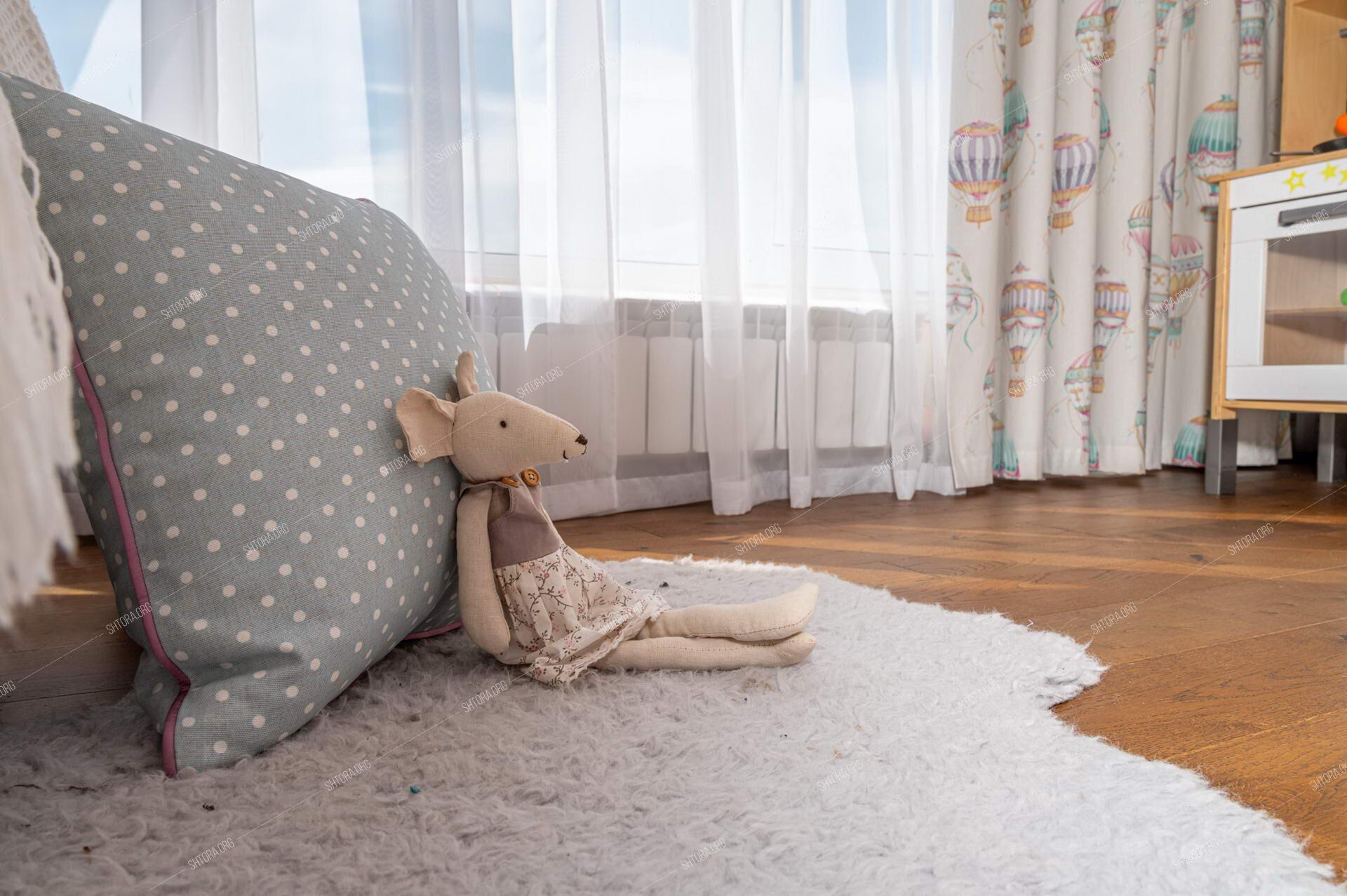 Декоративная подушка с кантом